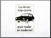 """Binnenruit auto sticker """"la vie est trop court""""."""
